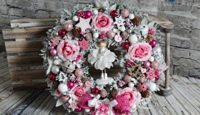 vianočný veniec, adventný veniec, vianočná dekorácia, handmade vianočná dekorácie, ružový vianočný veniec, ružové vianočné dekorácie